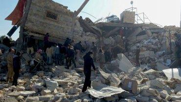El último y más mortífero bombardeo se registró hoy en Alepo, donde decenas de personas murieron