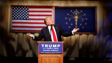 Donald Trump quiere deportar acualquier persona que viva ilegalmenteen los EEUU, con el argumento de que los trabajadores extranjeros contribuyen al desempleo