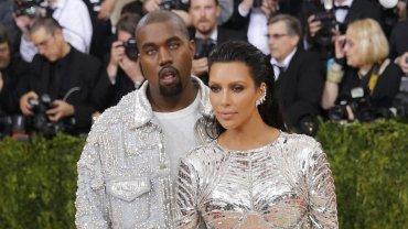 Kim Kardashian y Kanye West en al gala del Met, antes del escándalo