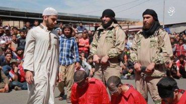 El Estado Islámico somete a los residentes de sus territorios a obedecer las estrictas normas impuestas por los terroristas
