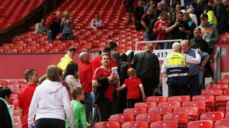 Los fanáticos del Manchester United evacuaron Old Trafford
