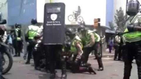 Venezuela: violenta represión en las marchas que piden la salida de Maduro