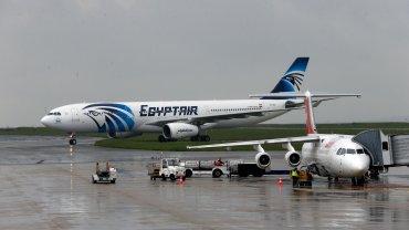 Las autoridades egipcias siguen buscando las cajas negras para determinar qué ocasionó el accidente del vuelo MS804