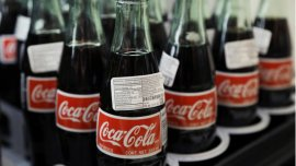 La empresa FEMSA seguirá produciendo hasta que se acabe el azúcar en el inventario