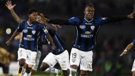 Los jugadores de Independiente de Valle celebran la clasificación tras los penales