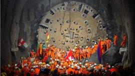 Los obreros de los diferentes países europeos que participaron en la construcción del túnel