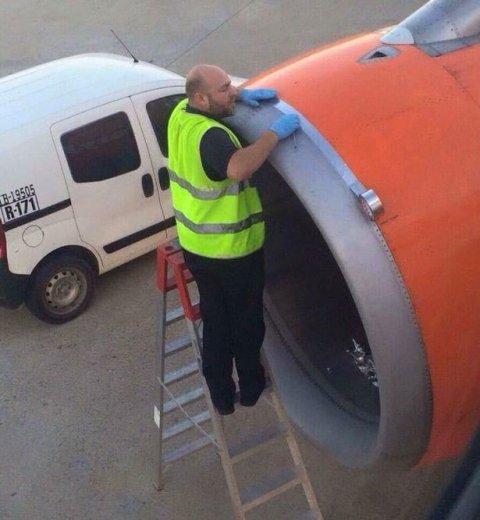 Aerolínea arregla una turbina rota con... ¿Cinta Adhesiva? 0012733021