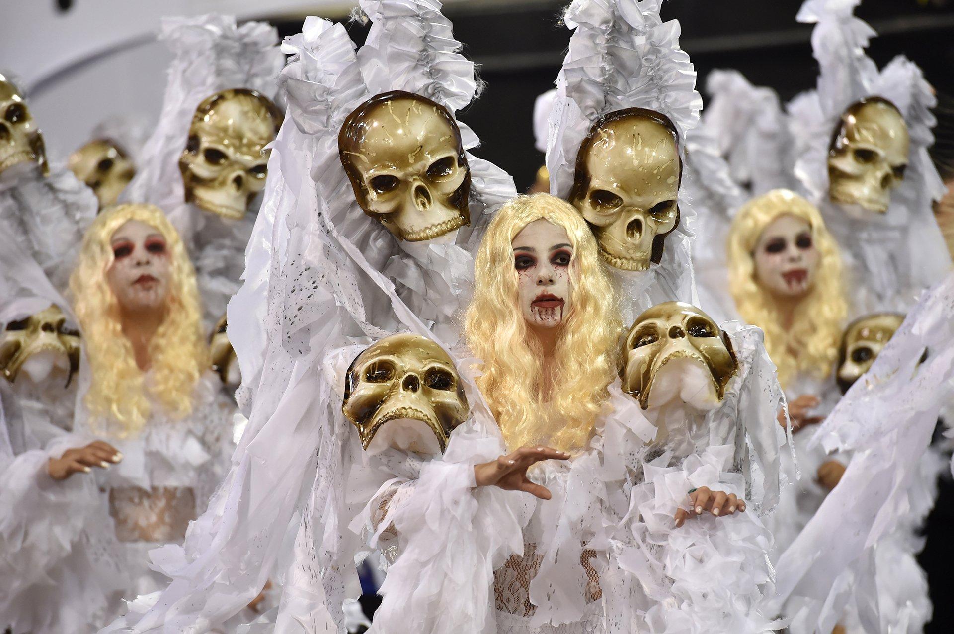Calaveras en la scola Gavioes da Fiel.Este año,los festejos del carnaval en Brasil estan marcados por la irrupción del virus zika.