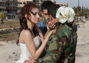 La boda se realizó mientras las fuerzas de Al Assad se acercaban a Alepo, otro bastión rebelde ubicado al norte