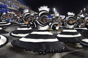 Bailarines de la agrupación Portela
