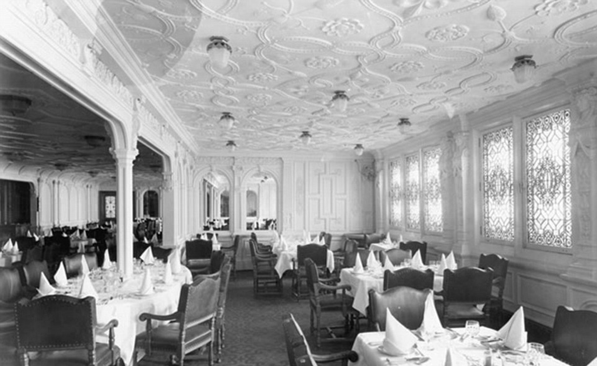 Hasta la disposición de las servilletas tienen pensado respetar en el comedor de la primera clase, tal como las tenía el RMS Titanic en 1912