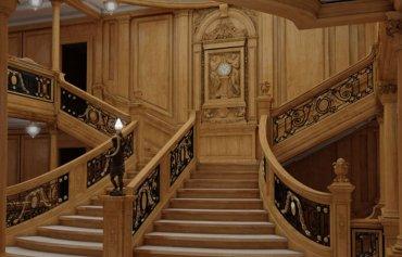 La escalinata principal en el diseño de Blue Star Line. Sólo pequeños detalles la diferencian de la original