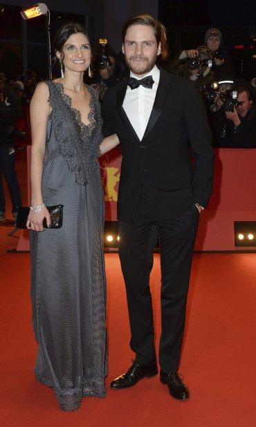 El actor alemán Daniel Brühl junto a su novia Felicitas Rombold