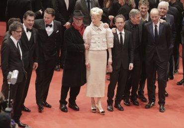 Los directores y acotres de la película ¡Hail, César! de izquierda a derecha: Joel Coen, Josh Brolin, Channing Tatum, Dieter Kosslick, Tilda Swinton, Ethan Coen, George Clooney y Eric Fellner