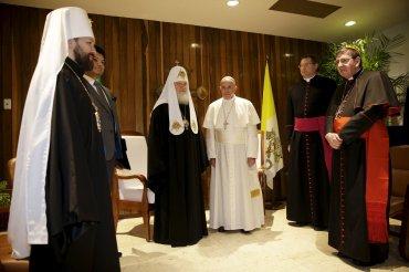 En una sala del Aeropuerto José Martí, el Papa mantuvo un histórico encuentro con el patriarca de la Iglesia Ortodoxa Rusa