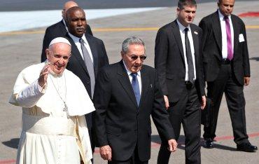 Raúl Castro se encargó de trasladar al Papa hasta la sala donde se encontraba el patriarca ruso Cirilo