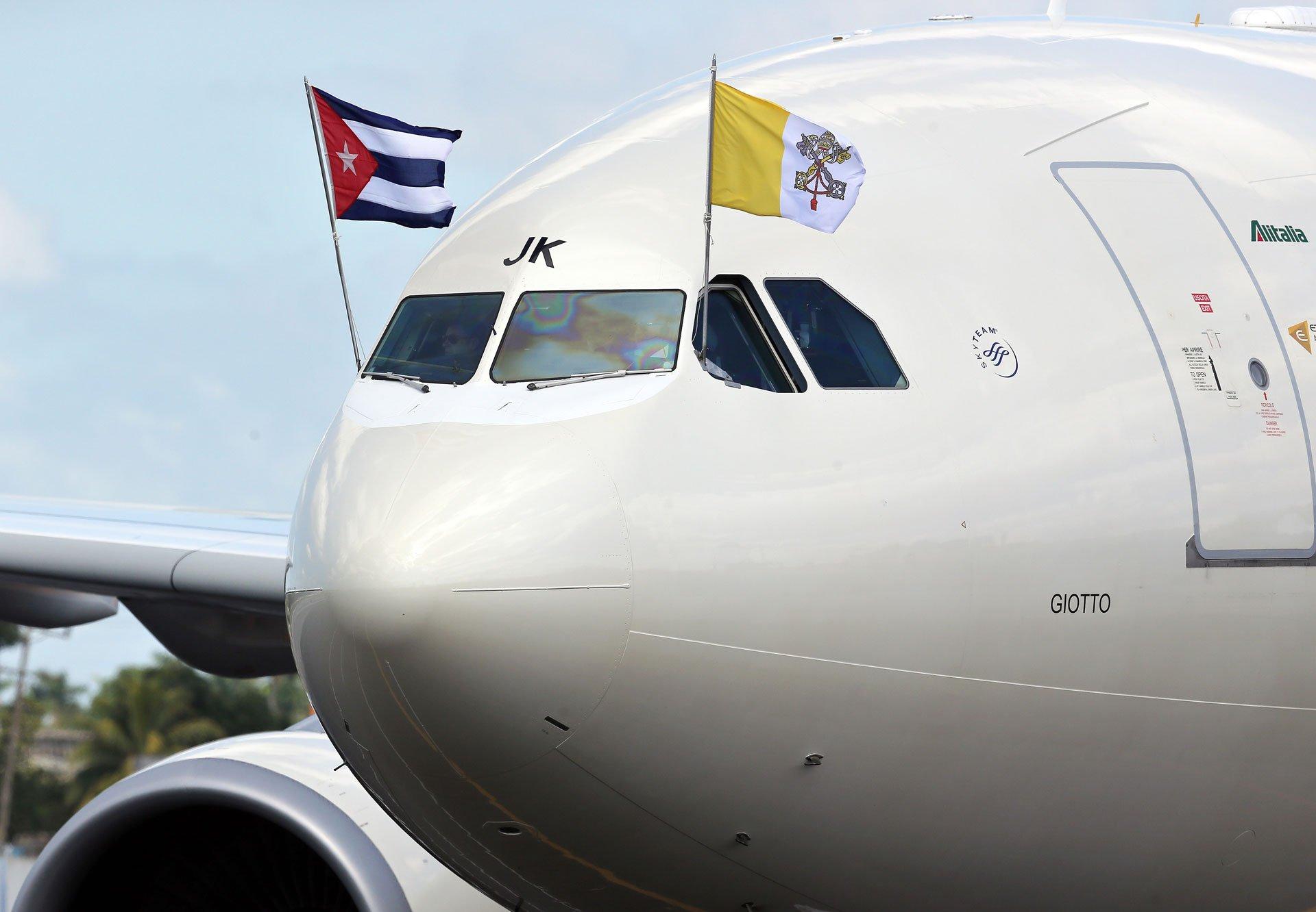 Antes de su gira por México, el papa Francisco arribó este viernes a La Habana