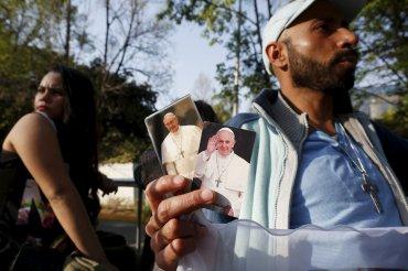Decenas de miles de personas se apostaron en las calles de la Ciudad de Méxicopara poder ver y saludar al líder de la Iglesia católica.