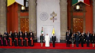 En el Palacio Nacional de México, el Papa declaró: El camino del privilegio fomenta la corrupción y el narcotráfico