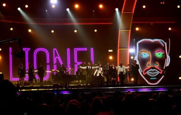 John Legend, Demi Lovato, Lionel Richie, Meghan Trainor, Tyrese Gibson, y Luke Bryan
