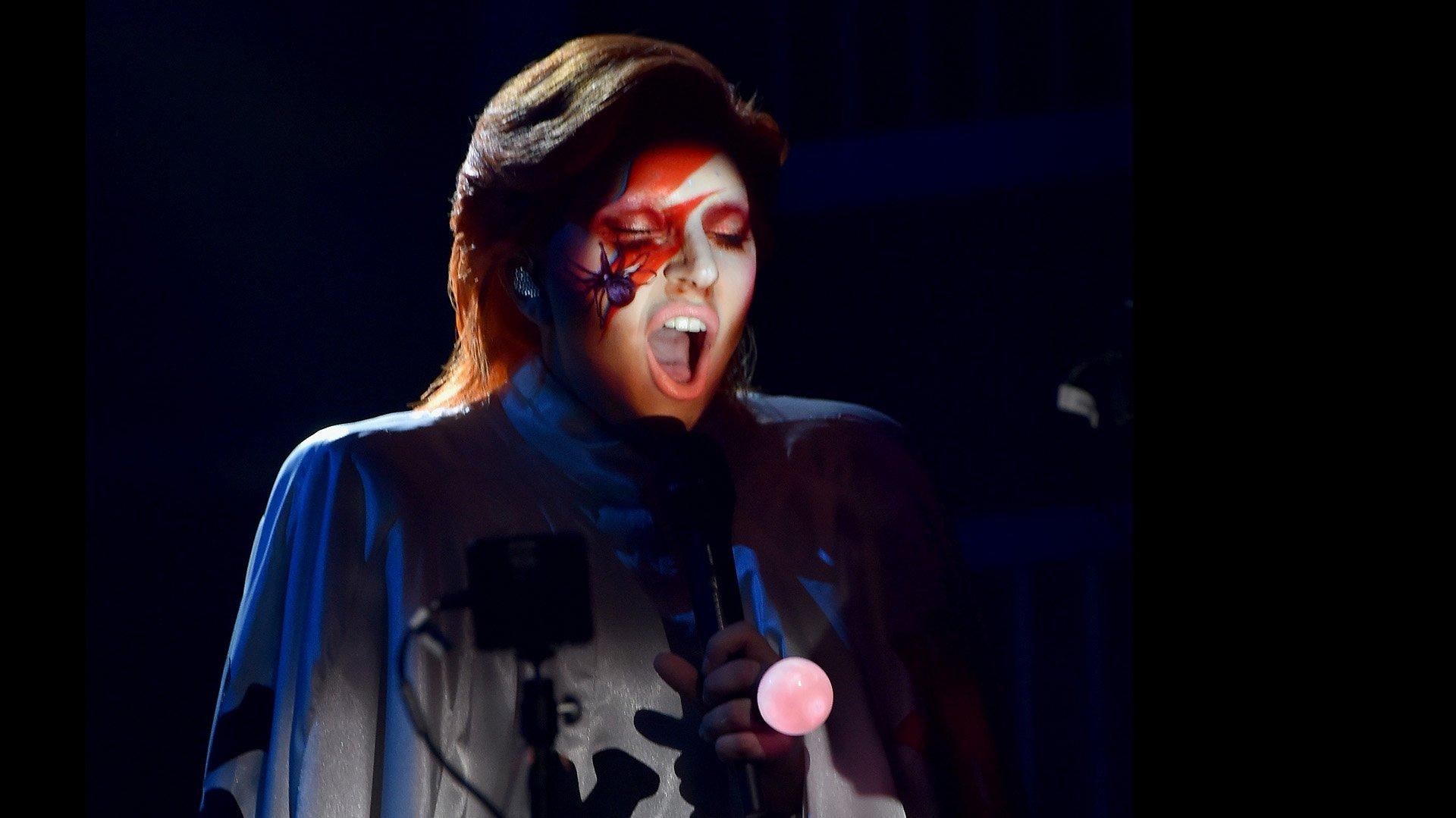 Lady Gaga homenajeó a David Bowie