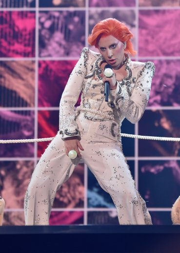 Lady Gaga durante su show en homenaje a David Bowie