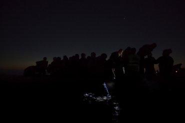 Segundo premio de la categoría Noticias Generales, Paul Hansen. Inmigrantes viajan en la oscuridad para evitar ser detectados por militares griegos