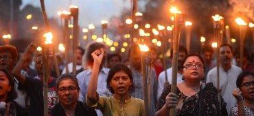 FEBRERO - El escritor y bloguero ateo Avijit Roy fue asesinado con un machete durante su visita a la capital de Bangladesh