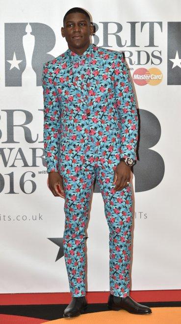 El cantante británico Labrinth, un fanático de las flores