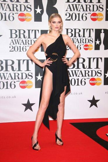 La modelo Lily Donaldson dejó a todos sin aliento con el tajo de su vestido