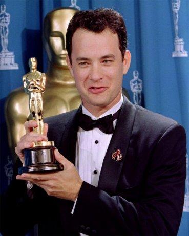 No estaría parado aquí si no fuera por dos hombres muy importantes  en mi vida... mi maestro de teatro en la secundaria, que me enseñó a  actuar bien el papel, porque ahí está toda la gloria, y uno de mis  compañeros de clase. Dos de los mejores estadounidenses gay, dos hombres  maravillosos que tuve la fortuna de conocer.Tom Hanks, mejor actor de 1994 por Philadelphia