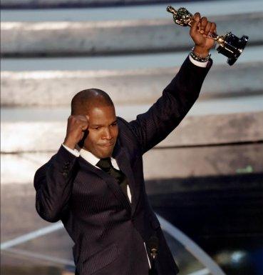 Se lo cedo a Ray Charles y a su hermoso legado. Y gracias, Ray Charles, por vivir.Jamie Foxx, mejor actor de 2005 porRay