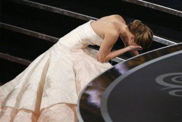 Sé que sólo se están parando porque se sintieron mal porque me caí.Jennifer Lawrence,  mejor actriz de 2013 porSilver Linings Playbook (El lado luminoso de  la vida / El lado bueno de la vida / Juegos del destino)