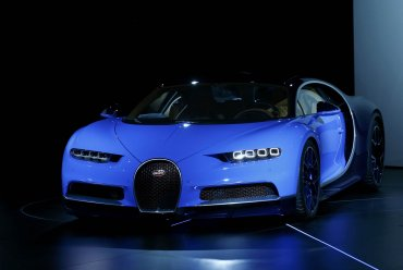 El Bugatti Chiron alcanza nada menos que los 420 kilómetros por hora, convirtiéndolo en el automóvil más rápido del mundo.