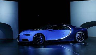 El motor del nuevo Bugatti Chiron posee una potencia de 1.500 CV.El 0 a 100 km/h cae en menos de 2,5 segundos, pero quizá impresiona más el hecho de que hagael 0 a 300 km/h en menos de 13,5 segundos.