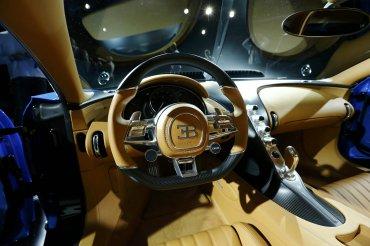 El Bugatti Chiron es un vehículo de tracción integral y envía toda la potencia a los ejes gracias a una caja de cambios de doble embrague de siete velocidades.