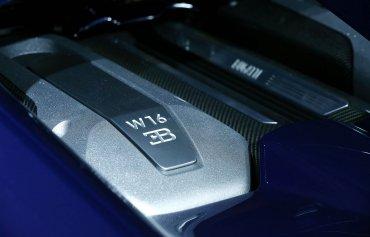 El motor delVeyronha sido completamente rediseñado para hacer el Chiron. Este bloque de 8,0 litros con cuatro turbcompresores es capaz de ofrecer un 25% más de potencia que el modelo anterior.
