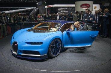 El Bugatti Chiron es capaz de ajustar la flexibilidad de sus amortiguadores, la dirección asistida, la tracción a las cuatro ruedas, el diferencial trasero y el control de estabilidad.