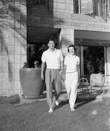 La luna de miel de Ronald y Nancy fue en un resort de Phoenix. Tuvieron dos hijos poco después, Patti y Ronald Jr.