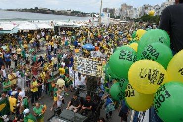 Cerca de 438 ciudades salieron a protestaron contra el gobierno de Dilma Rousseff