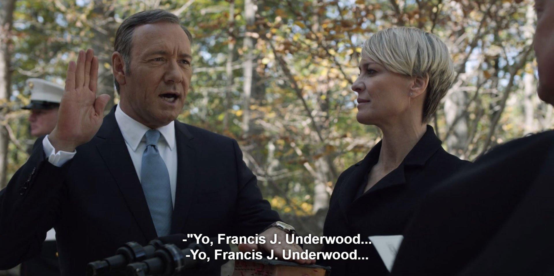 Frank Underwood asume como presidente junto a su esposa, Claire. Sus canas apenas se dejaban ver.