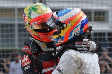 Alonso salió por su propio pie y abrazó a Gutiérrez dando a entender que estaba ileso