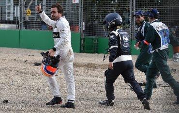 Estoy decepcionado por no poder acabar la carrera y sumar puntos. También por el destrozo del coche, habremos perdido la unidad de potencia, se lamentó Alonso