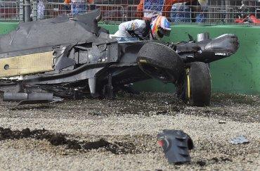 El monoplaza terminó destruido e incriblemente Fernando Alonso salió ileso
