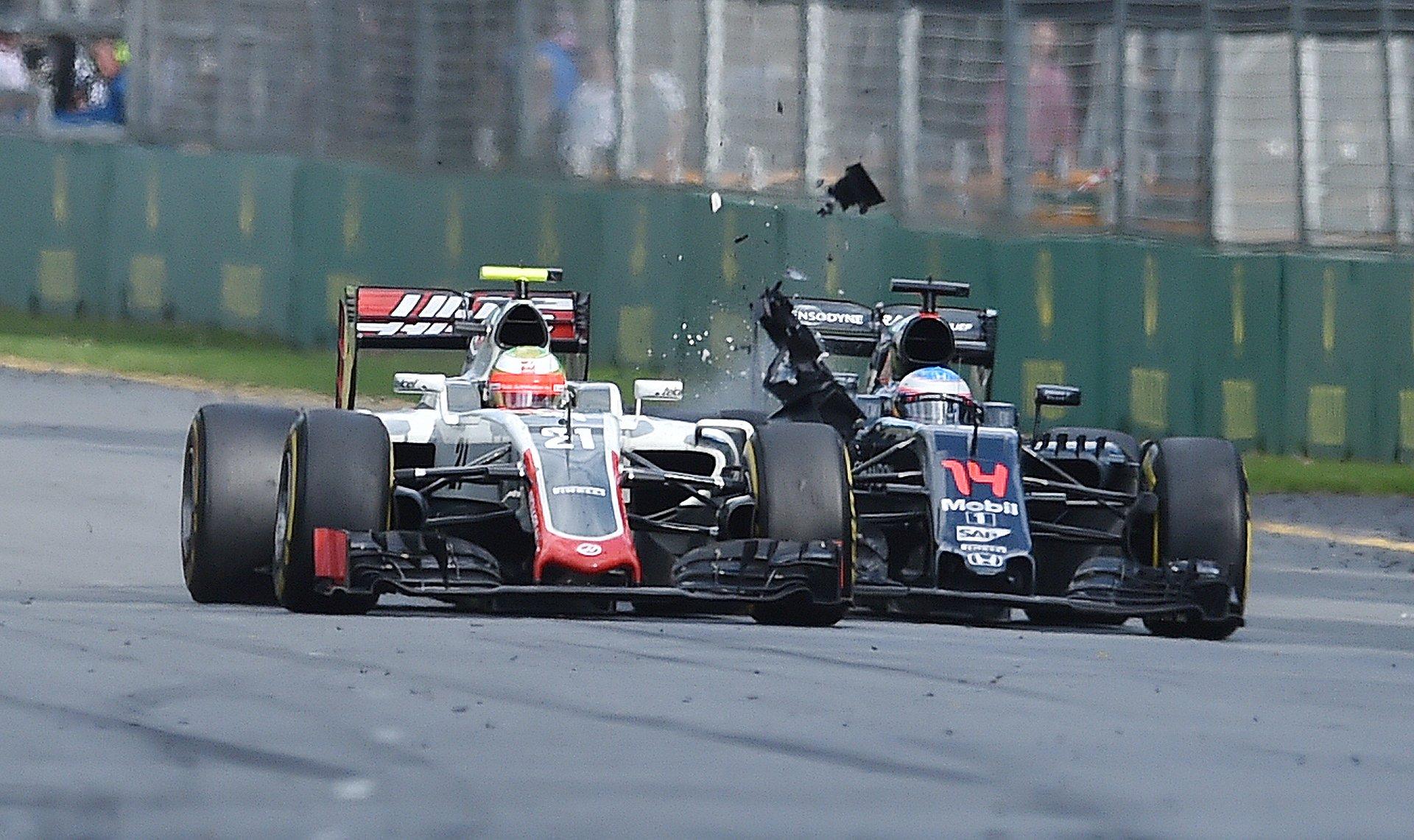El accidente ocurrió en la 17ª vuelta, entre el español Fernando Alonso (McLaren) y el mexicano Esteban Gutiérrez (Haas)