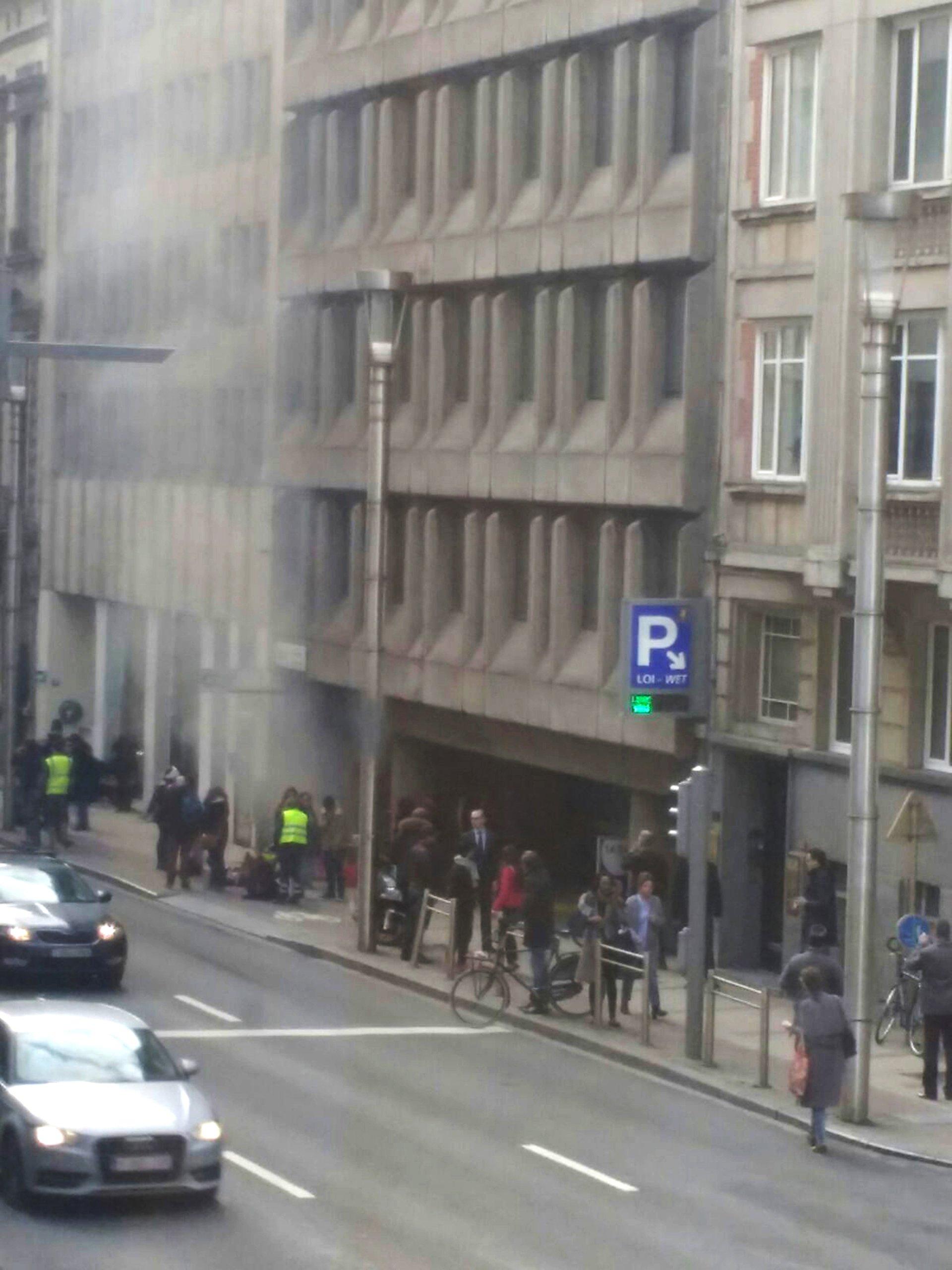 Al mismo tiempo, se sucedían explosiones en el metro de Bruselas