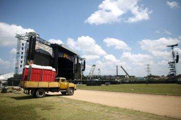Las calles fueron cortadas en las inmediaciones de la Ciudad Deportiva, el espacio al aire libre donde se instaló un escenario de metal y todo el equipo de audio del espectáculo, que será de acceso gratuito.