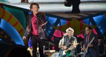 Aquí estamos por fin. Estamos seguros de que esta noche va a ser una noche inolvidable, para ustedes y para nosotros, le dijo Jagger al público presente