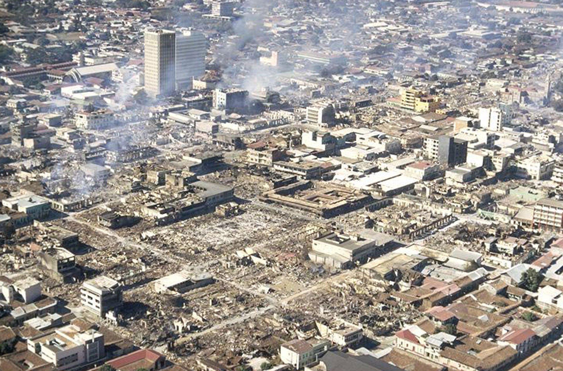 Managua, Nicaragua. 23 de diciembre de 1972.El terremoto (6,2 en la escala de Richter) destruyó gran parte de la capital de Nicaragua y dejó unas 5 mil víctimas fatales. Los edificios destruidos aún pueden verse en el centro de Managua