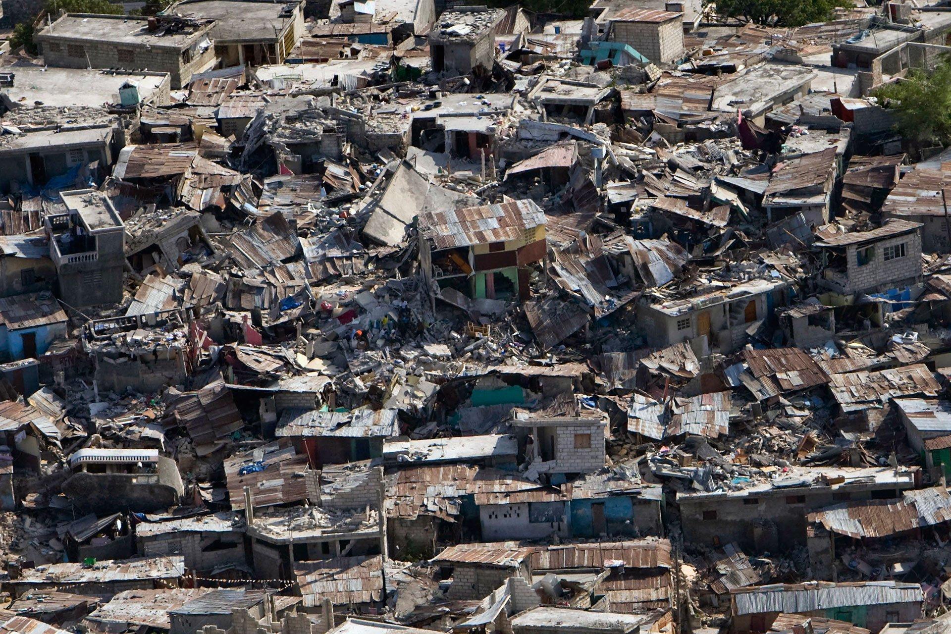 Haití. 12 de enero de 2010. Unas 316 mil personas murieron, otras 300 mil resultaron heridas y más de un millón se quedaron sin hogar en el terremoto (de 7,0 en la escala de Richter) más mortífero de la historia, que azotó a la isla caribeña, la nación más pobre del continente